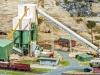 Das imposante Schotterwerk von Faller in H0 kann auf vielen Modellanlagen die Begründung für intensiven Güterverkehr liefern.