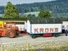 Der Zirkus Krone reist mit der Bahn. Auf der Ladestraße der Ortsgüteranlage von Ottersberg werden die Zirkuswagen entladen. Foto. David tom Wörden